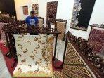 pameran-batik-sambut-hari-batik-nasional-2015_20151005_111321.jpg