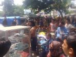panas-puluhan-pedagang-plaza-ramayana-aksara-nyaris-adu-jotos_20160712_142431.jpg