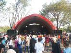 panggung-kesenian-rakyat-yang-diperuntukan-menghibur-pengunjung-taman-mini-indonesia-indah_20150718_165551.jpg