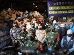 KRI Tanjung Kambani Angkut 30 Truk Bantuan Masyarakat Jatim untuk Korban Bencana Alam di Flores NTT