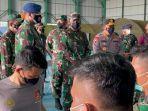 Panglima TNI Tinjau Vaksinasi Covid-19 AstraZeneca Untuk Prajurit TNI-Polri di Natuna