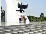 panglima-tni-pimpin-ziarah-nasional-hut-tni-ke-72-tahun-2017_20171004_150927.jpg
