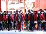 para-jamaah-di-kuil-nishinomiya.jpg