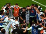 para-pemain-argentina-melakukan-selebrasi-usai-pertandingan-semifinal-lawan-kolombia.jpg