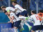 para-pemain-inggris-merayakan-gol.jpg