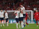 para-pemain-inggris-merayakan-setelah-memenangkan-dari-denmark.jpg