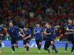 para-pemain-italia-merayakan-kemenangan-setelah-atas-spanyol.jpg