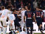 para-pemain-paris-saint-germain-dan-marseille-bentrok-di-akhir-pertandingan-ligue-1-perancis.jpg