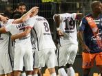 para-pemain-paris-saint-germain-saat-merayakan-gol-blaise-matuidi_20150822_050838.jpg