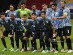 para-pemain-uruguay-berfoto-sebelum-dimulainya-pertandingan-fase-grup-euro-2020.jpg