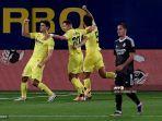para-pemain-villarreal-merayakan-setelah-gerard-moreno-mencetak-gol.jpg
