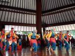 para-penyang-disabilitas-saat-menari-di-pendopo-isi-surakarta-solo-senin-2942019.jpg