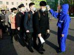 para-siswa-yang-mengenakan-masker-di-pyongyang.jpg