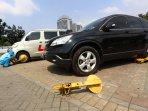 parkir-liar-di-jakarta-masih-marak_20150526_000408.jpg