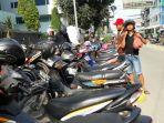 parkir-liar-di-jalan-veteran-kelurahan-gang-buntu-kecamatan-medan-timur-yang_20171023_151101.jpg