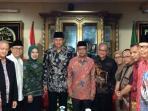 pasangan-agus-yudhoyono-sylviana-murni-bersama-ketua-umum-pan-ke-pp-muhammadiyah_20161007_132254.jpg