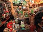 pasar-barang-antik-cec-bandung_20151115_205957.jpg