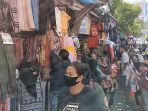 Masyarakat Masih Memadati Pasar Jatinegara: Pengunjung Turun Sekitar 20 Persen