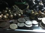 pasar-surabaya-menteng-jakarta-barang-kuno-antik-kaset-lama_20150521_155433.jpg