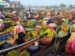 pasar-terapung-sungai-martapura-kalsel_20201117_112409.jpg