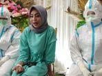 Ketika Wanita Pasien Covid-19 Langsungkan Pernikahan Virtual di RS Wisma Atlet, Ini Foto-fotonya