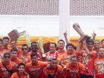 pawai-persija-juara-liga-1_20181215_163151.jpg