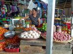 pedagang-bawang-putih-di-pasar-induk-masomba-palu.jpg