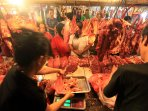 pedagang-daging-pasar-kosambi-bandung_20150717_161722.jpg