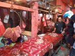 pedagang-daging-sapi-menunggui-dagangannya-di-pasar-induk-masomba-palu-selasa-2632019.jpg