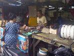 pedagang-ikan-pasar-karamat-jati_20161204_113632.jpg