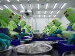 pekerja-di-bidang-produk-kelautan-dan-perikanan.jpg