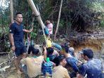 pekerja-tambang-emas-ilegal_20161219_221637.jpg