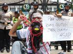 pelajar-islam-indonesia-unjuk-rasa-di-gedung-sate_20191003_191632.jpg