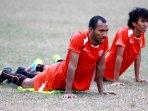 pelatih-bambang-nurdiansyah-awasi-latihan-tim-persija-jakarta_20151102_140915.jpg