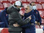pelatih-liverpool-jurgen-klopp-dengan-pelatih-tottenham-jose-mourinho.jpg