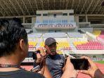 pelatih-persis-solo-salahuddin-menjelaskan-persiapan-timnya.jpg
