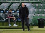 pelatih-real-madrid-zinedine-zidane-bereaksi-selama-pertandingan-melawan-elche.jpg