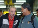pelatih-timnas-indonesia-alfred-riedl-tiba-bersama-skuadnya_20161209_003338.jpg