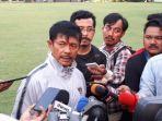 pelatih-timnas-indonesia-u-23-indra-sjafri-saat-diwawancarai-3.jpg