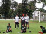 pelatih-timnas-u-23-indonesia-indra-sjafri-memantau.jpg