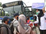 pelayanan-bus-gratis-transjakarta-bagi-penumpang-krl_20210504_114555.jpg