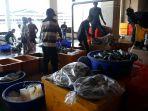 pelelangan-ikan-pelabuhan-muara-baru-jakarta_20190226_113956.jpg