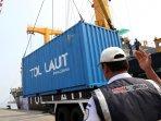 peluncuran-program-tol-laut-pelabuhan-tanjung-priok_20151104_164541.jpg
