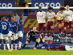 HASIL BABAK PERTAMA Arsenal vs Everton Liga Inggris: Tendangan Bebas Sigurdsson Kena Tiang, Skor 0-0
