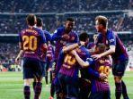 pemain-barcelona-berpelukan.jpg