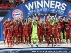 pemain-bayern-munchen-merayakan-dengan-trofi-piala-super-uefa-setelah-kalahkan-sevilla.jpg