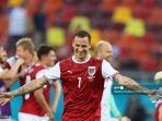 pemain-depan-austria-marko-arnautovic-tengah-merayakan-kemenangan.jpg