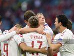 pemain-depan-denmark-kasper-dolberg-tengah-merayakan-mencetak-gol-kedua.jpg