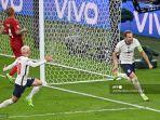pemain-depan-inggris-harry-kane-kanan-melakukan-selebrasi-setelah-mencetak-gol-kedua.jpg
