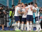 pemain-depan-inggris-harry-kane-merayakan-gol-dengan-rekan-satu-timnya-setelah-mencetak-gol.jpg